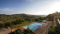Relais Villa Olmo hotel chianti has a strategically positioned swimming pool, open until late in the evening