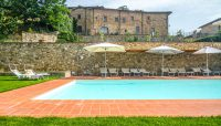 enjoy the warm weather in the swimming pool at Relais Villa Olmo charming hotel Tuscany
