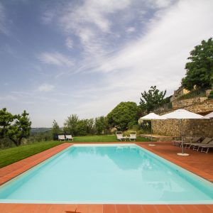 Relais Villa Olmo hotel chianti has a swimming pool suitable for all guests thanks to its adequate depth and safe environment